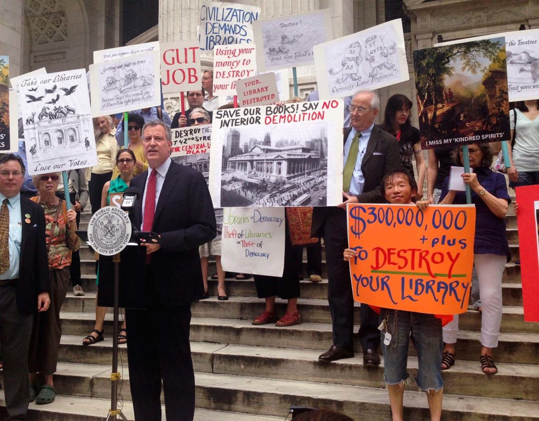 Bill de Blasio addresses activists opposed to the library renovation plan in July 2013