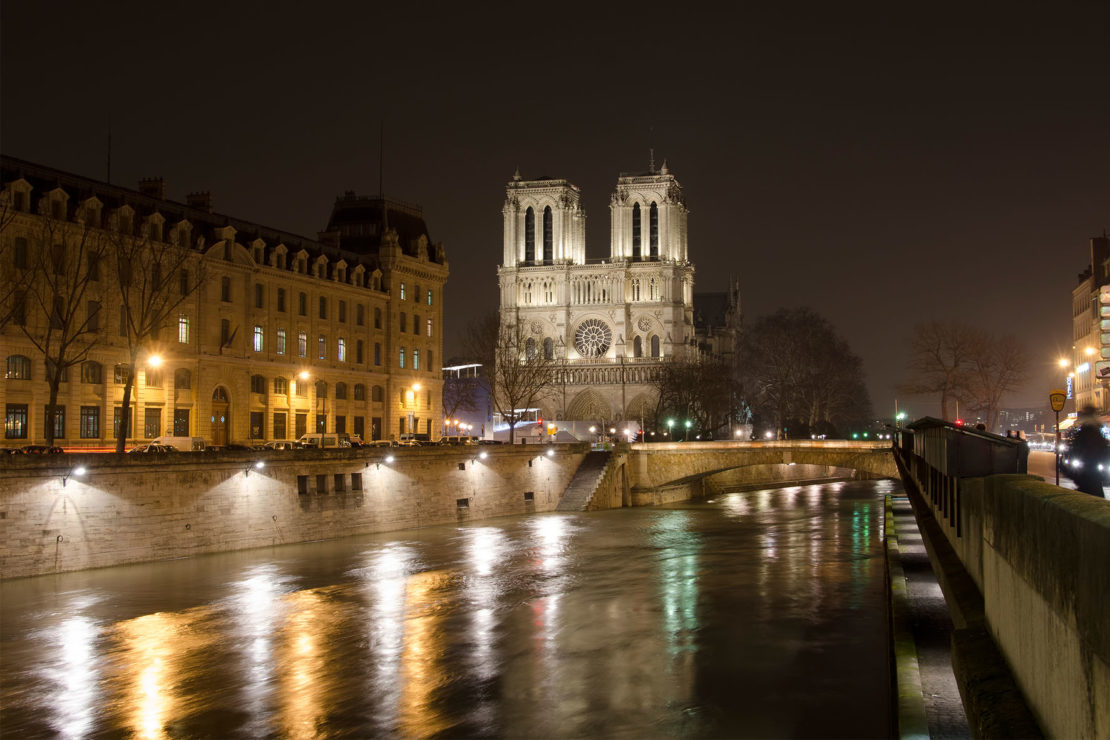 Notre Dame and the river Seine in the 4th arrondissement